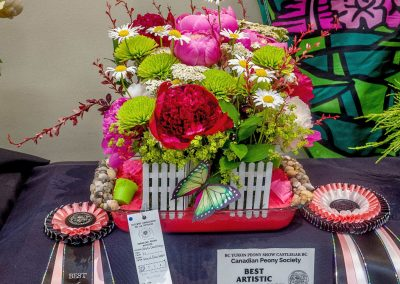 Best Amateur Floral Arrangement: Jennifer Boss, Fruitvale, BC (Trophy – Best Arrangement in Show)